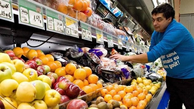 The Heart and Stroke Foundation says Canadians should eat more fruit, and vegetables, prepare whole grains and lean protein at home from scratch.