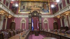 Le salon rouge de l'Assemblée nationale où se déroulent plusieurs commissions parlementaires
