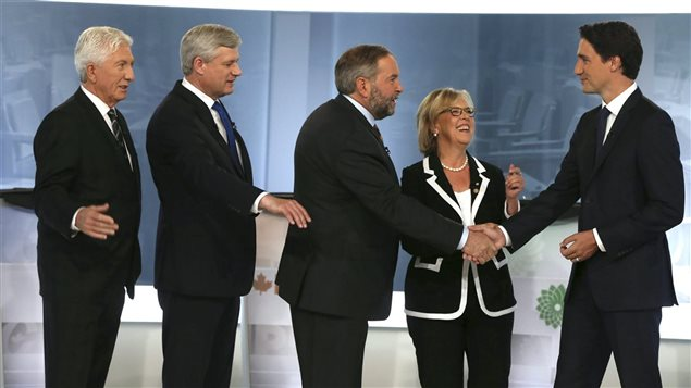 Dans l'ordre habituel : Gilles Duceppe (BQ), Stephen Harper (PCC), Thomas Mulcair (NPD), Elizabeth May (PVC) et Justin Trudeau (PLC).