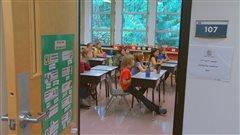 Des élèves dans une classe des nouveau locaux de l'École les Aiglons de Squamish.