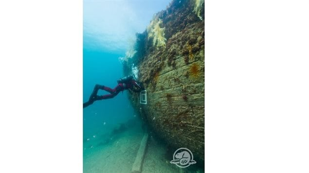 Mission Erebus and Terror 2015 allowed Parks Canada archaeologists to recover various artifacts and map the shipwreck. Here, an underwater archaeologist inspects the hull of HMS Erebus. Her final resting place is a mere 11 meters from the surface of the water