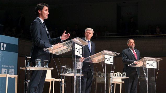 Justin Trudeau, Stephen Harper et Thomas Mulcair lors du débat Munk sur les affaires étrangères