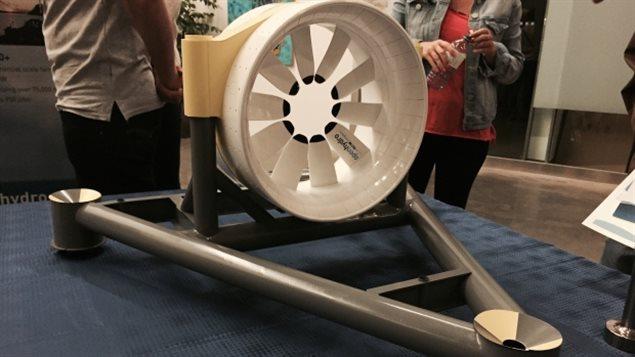 Une turbine servant à générer de l'électricité à partir des marées de la baie de Fundy