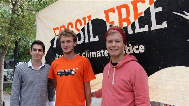 Les étudiants Anthony Garoufalis-Auger de Concordia, Guillaume Joseph de McGill et Julien Voyer de l'UdeM