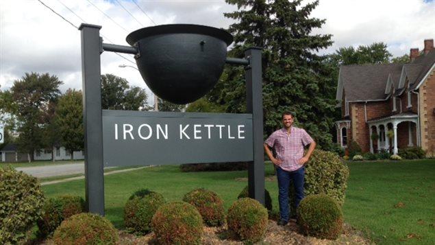 Ben Leblanc-Beaudoin, copropriétaire du gite Iron Kettle à Comber.