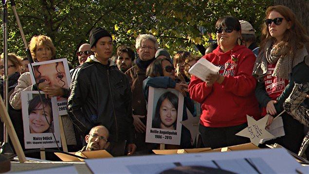 Marche à Montréal en mémoire des femmes autochtones assassinées ou portées disparues.