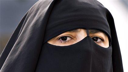 Les conservateurs pourraient bannir le niqab de la fonction publique