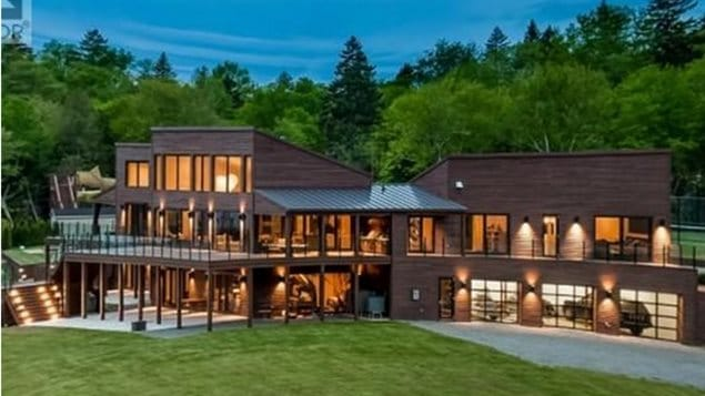 Une maison à vendre pour près de 10 millions de dollars | ICI.Radio ...