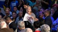 Des manifestants écologistes interrompent une allocution de Stephen Harper