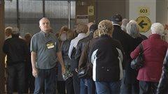 Plusieurs citoyens ont dû attendre de longues minutes avant de pouvoir voter par anticipation
