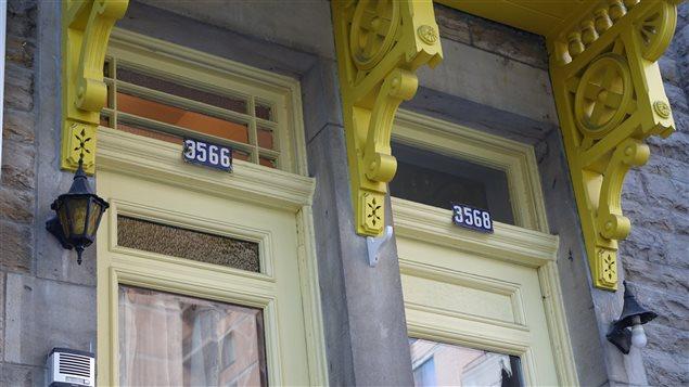 Adresses sur plaques émaillées à Montréal