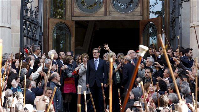 Le chef du gouvernement catalan, Artur Mas, a comparu devant la justice espagnole, appuyé par des miliaires de manifestants.