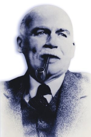 Wallace Turnbull was awarded a medal by the Royal Aeronautical society in 1909, and was inducted into the Canadian aviation Hall of Fame in 1977