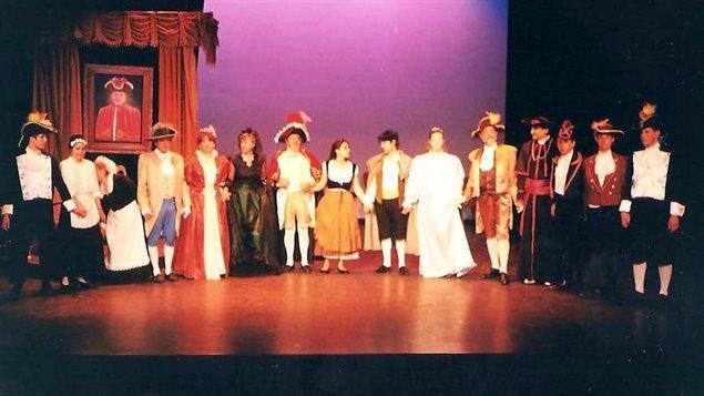 El elenco de Sol y Sombra de la obra Angelina y el honor de un brigadier.