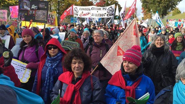 Des milliers de personnes participent à la marche mondiale des femmes à Trois-Rivières