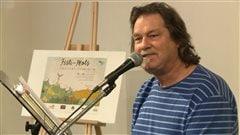 L'auteur gaspésien Sylvain Rivière, lors du lancement du premier événement littéraire à Matane, le Festi-mots.