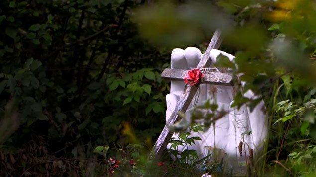 Monument à l'entrée de Val-d'Or, en bordure de la 117, où l'on a retrouvé le corps d'une jeune femme autochtone en 2003.