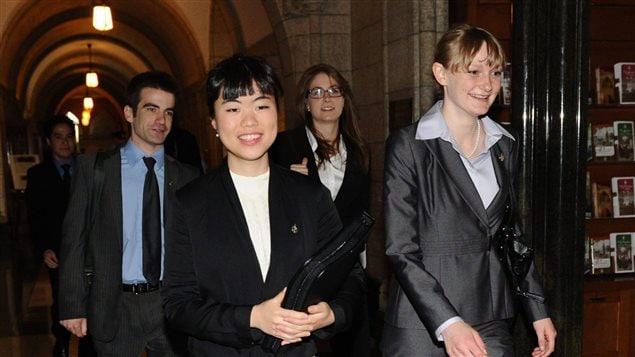 """""""麦吉尔四人""""四年前第一次走进渥太华议会,受到媒体瞩目。"""