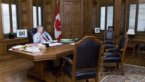 Stephen Harper alors qu'il dirigeait le Canada.