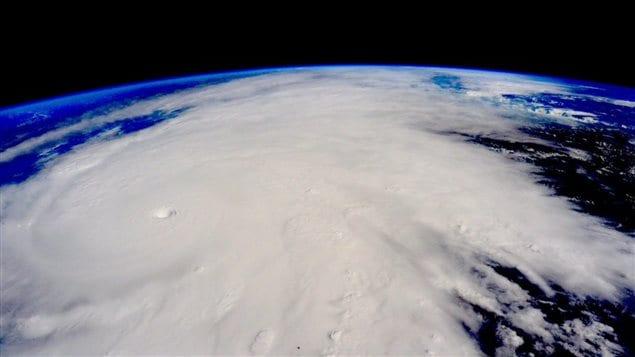 Cette image prise le vendredi 23 octobre 2015 à partir de la Station spatiale internationale montre l'ouragan Patricia.