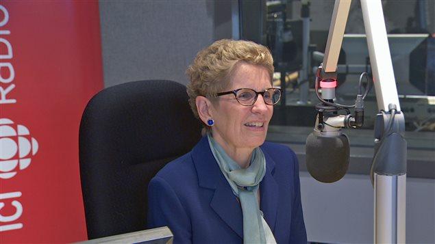 La première ministre Kathleen Wynne dans les studios de Radio-Canada à Toronto