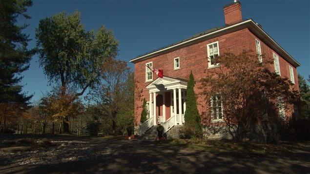 Justin Trudeau et sa famille résident à Rideau Cottage, au 1, promenade Sussex à Ottawa.