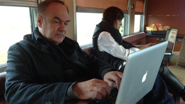 Des auteurs participent à la rédaction et révision de leurs textes qui seront dans «Sur les traces de Champlain».