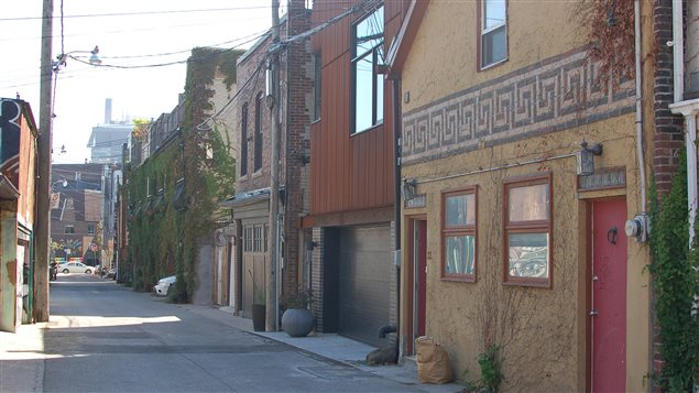Toronto has 250 km of laneways which the Pembina Institute says offer opportunities to develop small-scale housing units.