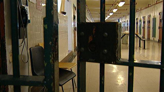 Au Canada, il y a 43 établissements correctionnels fédéraux. En décembre 2014, la population carcérale moyenne était de 14 885 au Canada.