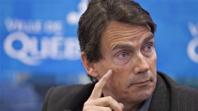 Selon le chef du parti québécois, Pierre Karl Péladeau, « l'évènement amène pourtant à réfléchir davantage sur l'ouverture à avoir à l'endroit de la diversité. »