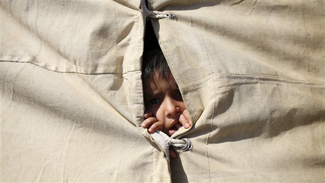 Un enfant irakien dans un camp de réfugiés près de Amiriyat Al-Fallujah, en Irak.