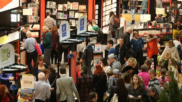 Une allée de la Place Bonaventure pendant le Salon du livre de Montréal 2014