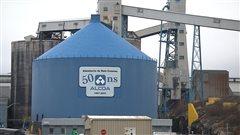 Un silo à l'aluminerie Alcoa de Baie-Comeau.