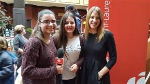 L'écrivaine India Desjardins se livre à deux jeunes lectrices