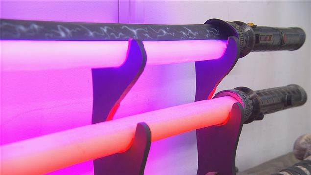 Des prototypes de sabres laser développés par l'entreprise Calimacil