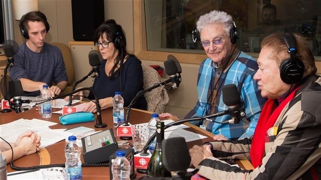 Aux côtés de Jocelyn Lebeau, Chantal Baril et Jean-Paul Daoust, le cabaret ouvre ses portes à Gilles Proulx.