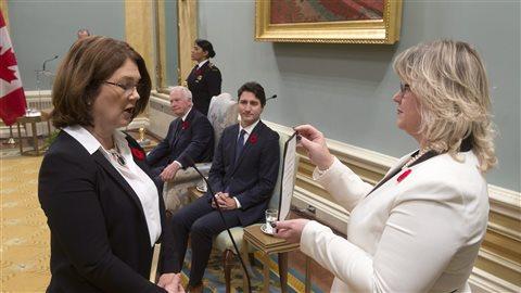 La ministre de la Santé, Jane Philpott sur la gauche.