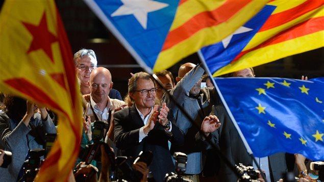 Artur Mas (en el centro), presidente de Cataluña.