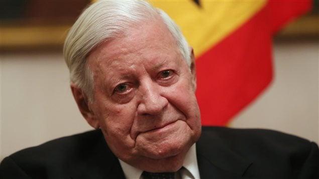Helmut Schmidt, lors d'une fête organisée pour son 95e anniversaire de ... - GI_151110_ef13o_helmut_schmidt-chancelier_sn635