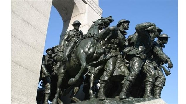 Completed in 1939, the memorial shows 22 uniformed men and women representing all 11 branches of the Canadian Armed Forces engaged in the First World War, positioned pressing forward to symbolize their response to the call of duty. The work of British artist Vernon March was