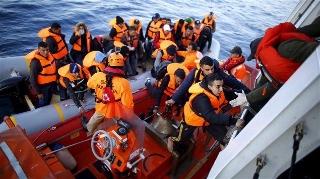 Des réfugiés syriens secourus par les garde-côtes turcs