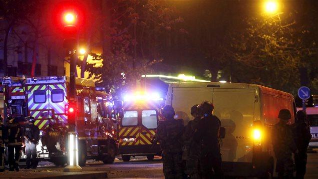 El presidente francés François Hollande declaró el estado de emergencia inmediatamente después de los atentados de París y Saint Denis.