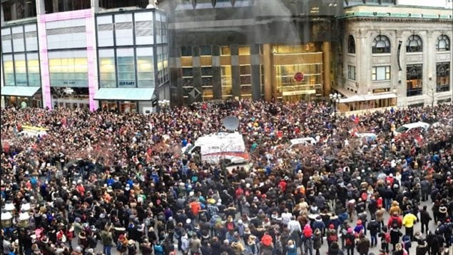 Hundreds gathered Saturday in front of the French consulate in downtown Montreal to pay respects to the victims of the Nov. 13 Paris attacks.