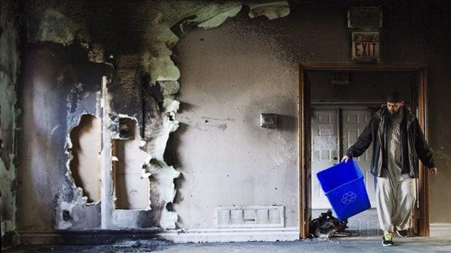 Un incendie criminel est survenu dans une mosquée, samedi, dans la ville de Peterborough, en Ontario. Photo: Christopher Katsarov La Presse canadienne