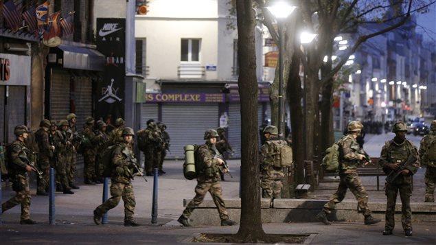 Une cinquantaine de militaires ont été déployés mercredi matin à Saint-Denis, dans la banlieue nord de Paris.