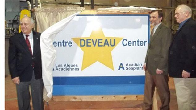 Louis E. Deveau, Jean-Paul Deveau, Les Algues Acadiennes Limitée  et Greg Kerr du Parti conservateur du Canada