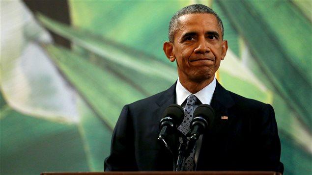 Le président américain Barack Obama répond à une question sur les réfugiés au sommet de l'APEC le 18 novembre