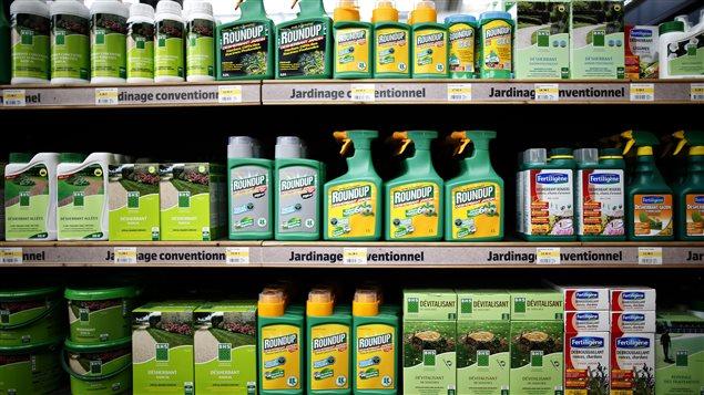 Procéder à l'épandage de pesticides en toute connaissance des prescriptions et autres consignes grâce à l'application sur tablettes et téléphones intelligents Étiquettes de pesticides