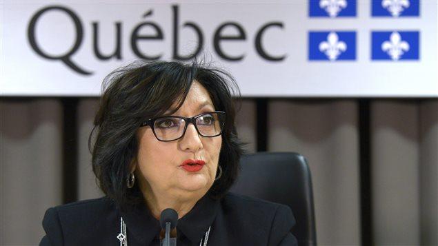 France Charbonneau dépose un volumineux rapport.