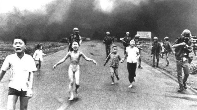 Kim Phuc, « La petite fille brûlée au napalm » (Vietnam 1972)